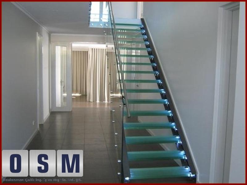 Cam Basamaklı Merdiven 1