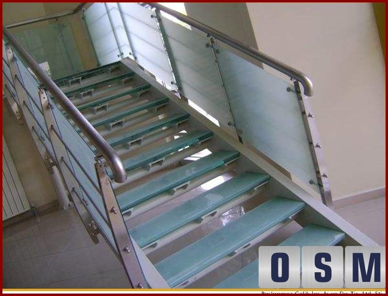 Cam Basamaklı Merdiven 2